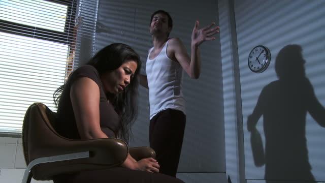 vidéos et rushes de hd : violence familiale - mari