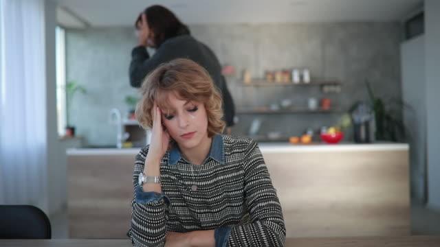 家庭内暴力 - 夫点の映像素材/bロール