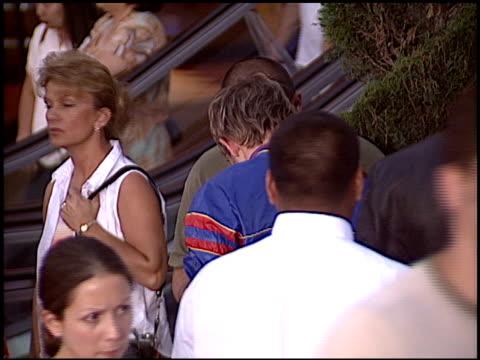 dominic monaghan at the 'van helsing' premiere at universal amphitheatre in universal city, california on may 3, 2004. - ギブソンアンフィシアター点の映像素材/bロール