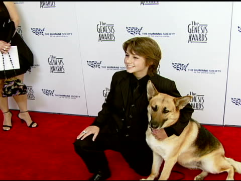 stockvideo's en b-roll-footage met dominic scott kay with abbey the german shepherd at the 2008 genesis awards at the beverly hilton in beverly hills, california on march 30, 2008. - agrarisch beroep