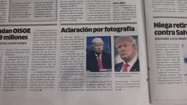 vídeos de stock, filmes e b-roll de a dominican newspaper apologized sunday for publishing a photo of actor alec baldwin in his satirical role as us president donald trump alongside an... - sátira