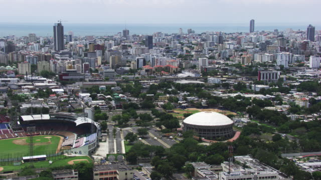 dominican republic: aerial view of santo domingo - サントドミンゴ点の映像素材/bロール