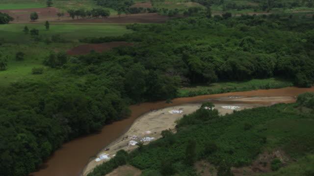 dominican republic: laundry drying on sand - insel hispaniola stock-videos und b-roll-filmmaterial
