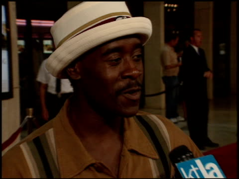 don cheadle at the 'one true thing' premiere at cineplex odeon in century city california on september 16 1998 - odeon kinos stock-videos und b-roll-filmmaterial