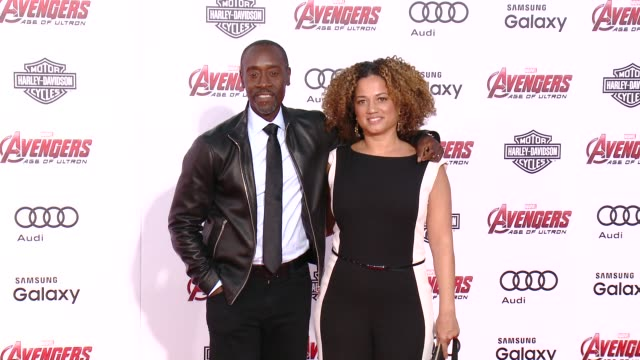 """vídeos de stock e filmes b-roll de don cheadle at the world premiere of marvel's """"avengers: age of ultron"""" at dolby theatre on april 13, 2015 in hollywood, california. - the dolby theatre"""