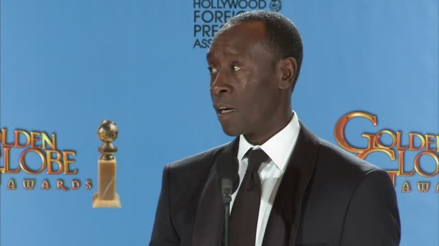 vídeos de stock, filmes e b-roll de don cheadle on django unchained and how issues of race have improved from his generation to the young generation of people. 70th annual golden globe... - the beverly hilton hotel
