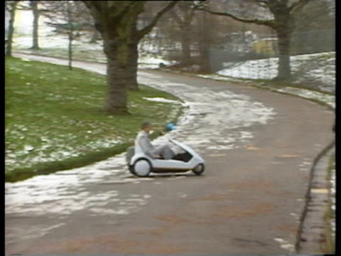 don gribble director of the electric vehicle association driving the sinclair c5 electric car / gribble interviewed saying that it needs better... - 水の形態点の映像素材/bロール