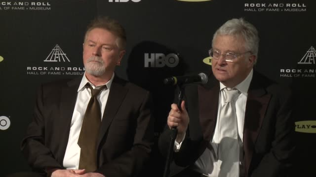 vídeos y material grabado en eventos de stock de don henley, randy newman on the awards at 28th annual rock and roll hall of fame induction ceremony - press room 4/18/2013 in los angeles, ca. - randy newman