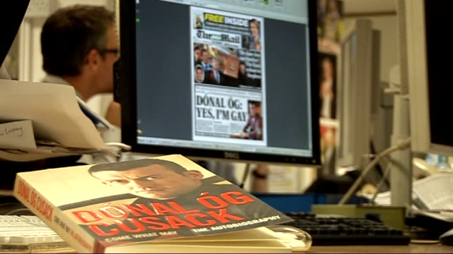 stockvideo's en b-roll-footage met donal og cusack interview sot talks of revealing his homosexuality newspaper offices of the irish mail on sunday featuring front page story about... - autobiografie