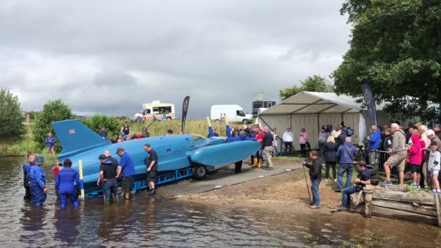 vídeos y material grabado en eventos de stock de donald campbell's iconic bluebird is floated on the waters of loch fad for the first time since the fatal crash in 1967 on august 4 2018 in rothesay... - hidroplano