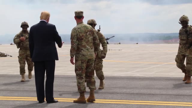 donald j trump receives an air assault and gun raid demonstration and howitzer sling-load operation by 10th combat aviation brigade and infantry and... - howitzer stock videos & royalty-free footage