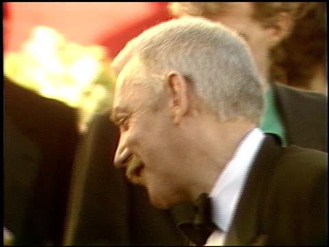 vidéos et rushes de donald sutherland at the 1989 academy awards at the shrine auditorium in los angeles, california on march 29, 1989. - 61e cérémonie des oscars