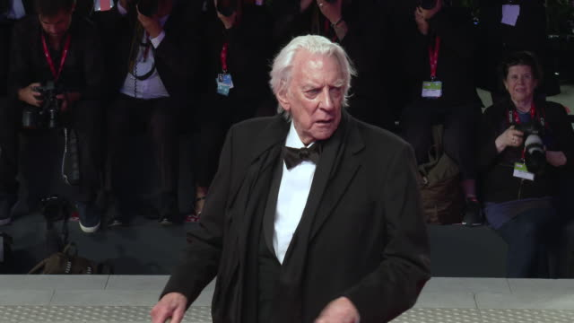 donald sutherland at 'the burnt orange heresy' red carpet arrivals 76th venice film festival on september 07 2019 in venice italy - 76th venice film festival 2019点の映像素材/bロール