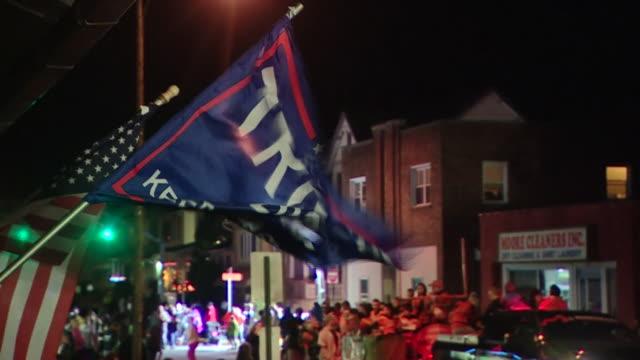 donald trump 2020 flag on display at a halloween parade in pennsylvania - politische wahl stock-videos und b-roll-filmmaterial