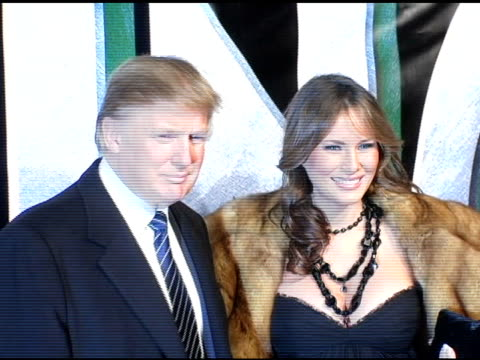stockvideo's en b-roll-footage met donald trump and melania knauss at the 'king kong' new york premiere at loews ewalk and amc empire cinemas in new york new york on december 5 2005 - 2005