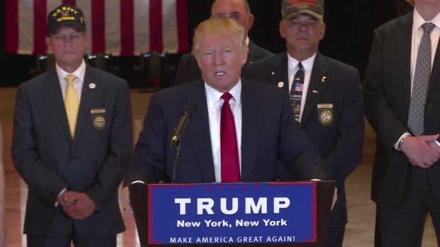 donald trump answered questions about donations he promised to make to veterans groups in january saying the media should be ashamed of themselves... - veterano di guerra video stock e b–roll