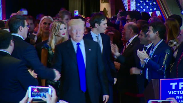 vídeos de stock, filmes e b-roll de donald trump approaching the lecturn after victory in the indiana primary - primary election