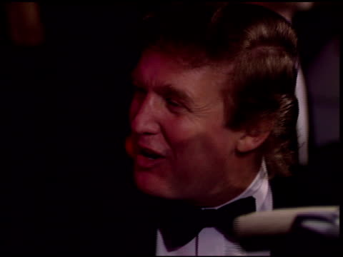 stockvideo's en b-roll-footage met donald trump at the 1996 academy awards vanity fair party at morton's in west hollywood california on march 25 1996 - west hollywood