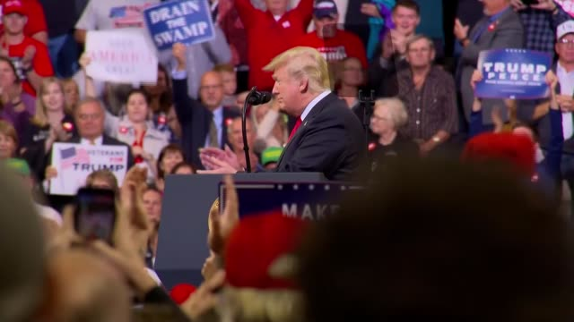 donald trump campaigns across usa ahead of midterm elections usa iowa council bluffs midamerica center int trump supporters wearing maga caps... - midterm election stock videos & royalty-free footage