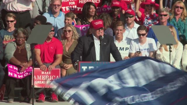 stockvideo's en b-roll-footage met donald trump campaigns in orlando florida in the waning days of election 2016 - presidentsverkiezing