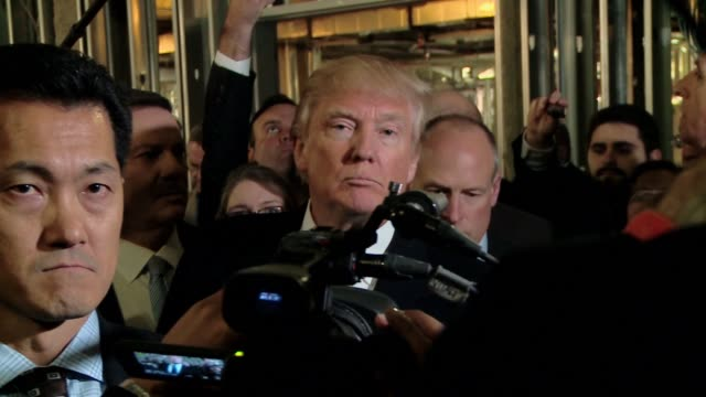 donald trump invites a large press corps for a tour of his new ballroom he's building attached to the trump hotel formerly the old post office... - スクラム点の映像素材/bロール