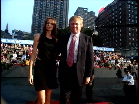 stockvideo's en b-roll-footage met donald trump is attending the 1999 mtv video music awardss - 1999