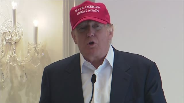 vidéos et rushes de donald trump press conference; scotland: firth of clyde:turnberry: women's british open: ext donald trump into press conference sot / turnberry... - casquette