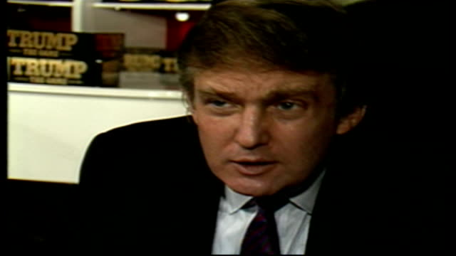 stockvideo's en b-roll-footage met donald trump signs his trump board game at fao schwarz - 1980 1989