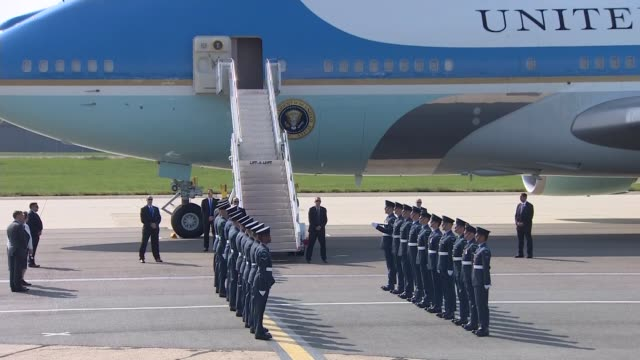 day one air force one arrives at stansted airport and marine one departs england essex stansted airport ext honour guard assembled in front of air... - 政治家 ジェレミー ハント点の映像素材/bロール