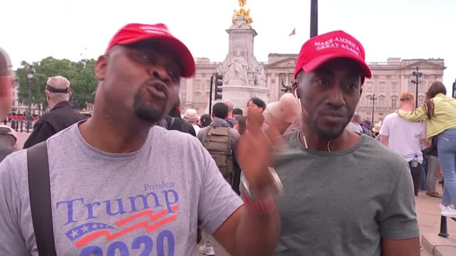vídeos de stock e filmes b-roll de donald trump state visit: day one: protest preparations; england: london: the mall: ext vox pops with pro-donald trump supporters. - partidário