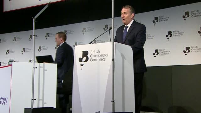 uk government seeking exemption england london british chamber of commerce int dr liam fox mp along to podium / speech sot well good morning... - präsident der usa stock-videos und b-roll-filmmaterial
