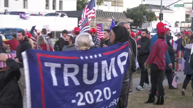 donald trump supporters are seen in beverly hills rallying after joe biden wins election, on november 7, 2020. - president-elect biden defeated... - beverly hills california点の映像素材/bロール