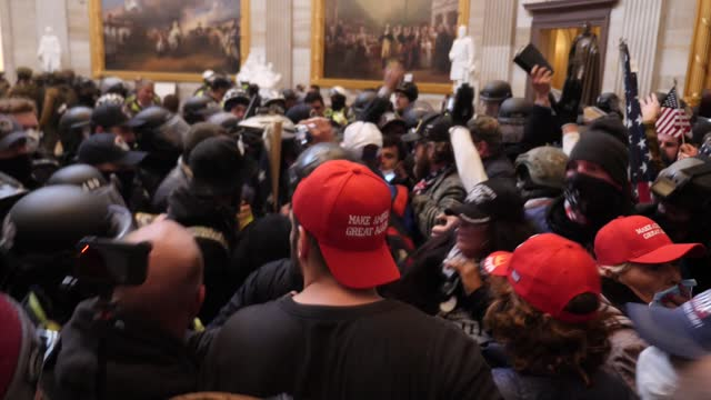 vídeos de stock e filmes b-roll de donald trump supporters storm the united states capitol building; usa: washington dc: capitol building: int gvs police in riot gear forcing crowd... - capitólio capitol hill