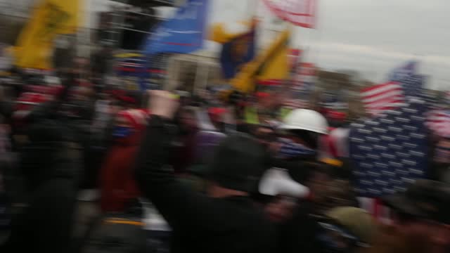 donald trump supporters storm the united states capitol building; usa: washington dc: national mall: ext wide shots trump supporters away towards... - アメリカ国会議事堂点の映像素材/bロール