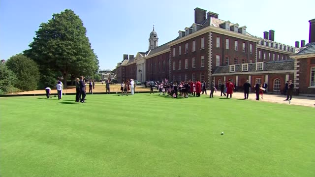 Melania Trump meets schoolchildren Chelsea Pensioners and plays bowls ENGLAND London Chelsea Royal Hospital Chelsea INT Melania Trump and Philip May...