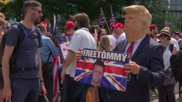 stockvideo's en b-roll-footage met donald trump uk visit day 3: arrests at joint right wing pro trump 'free tommy robinson' protests in london; england: london: whitehall: ext various... - wapen apparatuur