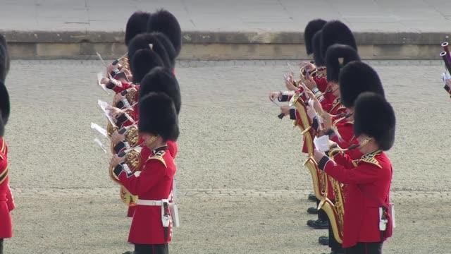 donald trump uk visit: donald trump and melania trump arriving at blenheim palace; england: oxfordshire: blenheim palace: ext band of the scots... - oxfordshire stock videos & royalty-free footage