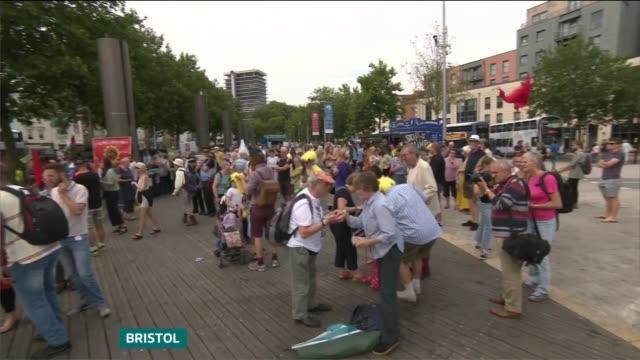 protests england bristol ext antidonald trump protesters gathered in city centre - itvイブニングニュース点の映像素材/bロール