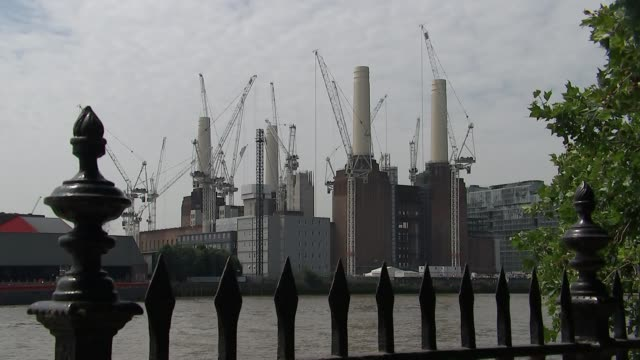 view from battersea and tooting england london pimlico ext general view battersea power station with cranes up new us embassy nine elms - laubbaum stock-videos und b-roll-filmmaterial