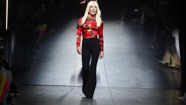 donatella versace walks on to the runway during the versace fashion show during milan menswear fashion week autumn/winter 2019/20 on january 11, 2019... - versace designer label stock videos & royalty-free footage