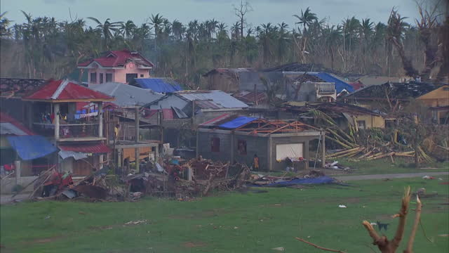 donations to the philippines typhoon appeal have reached 13 million pounds. the disasters emergency committee, which is co-ordinating the effort on... - フィリピン点の映像素材/bロール