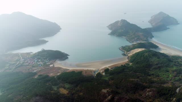 donmok beach and sand dune in uido island / sinan-gun, jeollanam-do, south korea - bergsvägg bildbanksvideor och videomaterial från bakom kulisserna