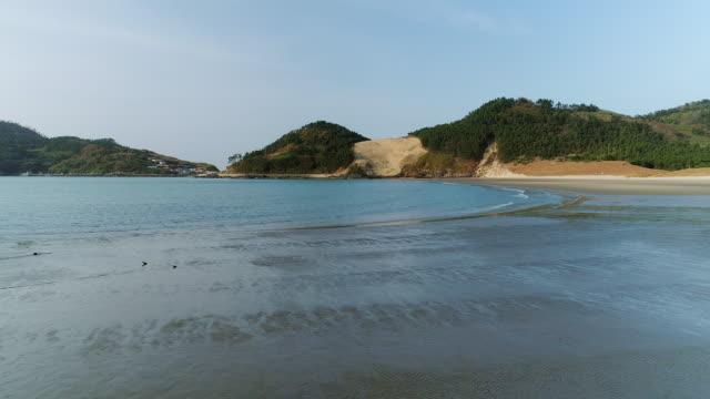 donmok beach and sand dune in uido island / sinan-gun, jeollanam-do, south korea - south pacific ocean点の映像素材/bロール