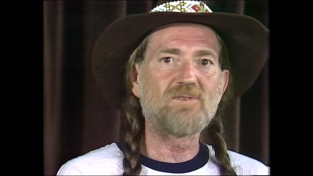 donnie sutherland - willie nelson - willie is asked if he has a favourite of his songs, he names a few. willie feels he can write just as good as he... - willie nelson stock-videos und b-roll-filmmaterial