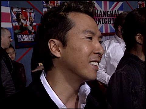 donnie yen at the 'shanghai knights' premiere at the el capitan theatre in hollywood, california on february 3, 2003. - el capitan kino stock-videos und b-roll-filmmaterial