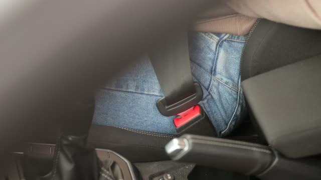 vidéos et rushes de n'oubliez pas votre ceinture de sécurité - résolution 4k