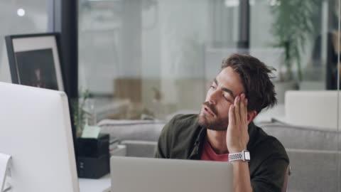 stockvideo's en b-roll-footage met laat de deadline niet je ondergang zijn - frustratie