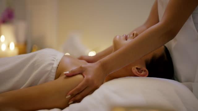 vidéos et rushes de ne pas rebutés quelque chose pour vous - banc de massage