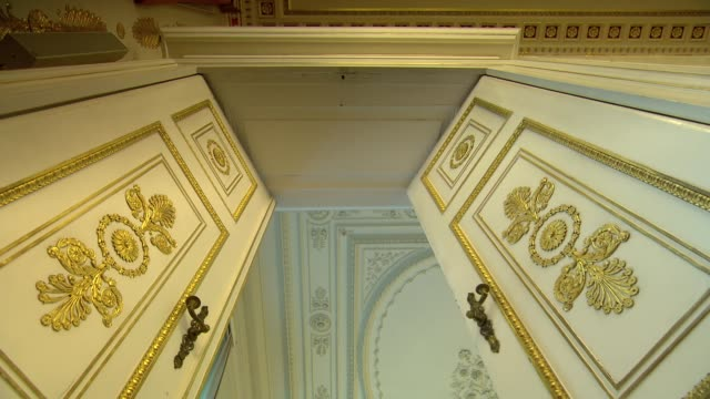 doors opening and closing in vienna - door stock videos & royalty-free footage