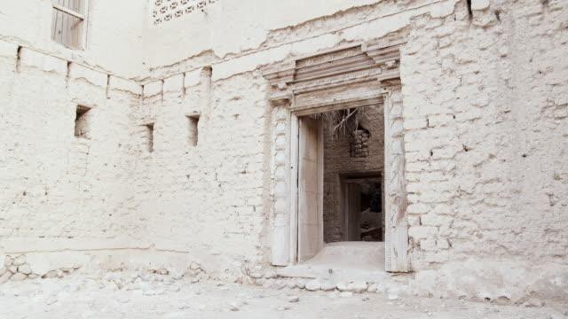 ms doorway of ruined mud house, muscat, oman - adobe bildbanksvideor och videomaterial från bakom kulisserna